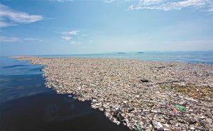 Mar de lixo no Oceano Pacífico